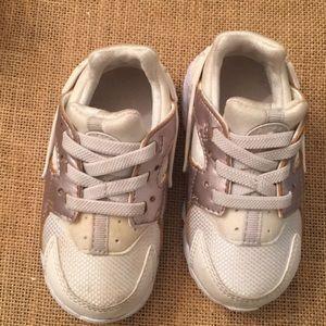 Infants Nike Huarache Run size 6